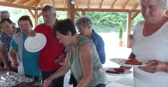 Zajęcia aktywizujące społecznie-spotkanie na grillu.