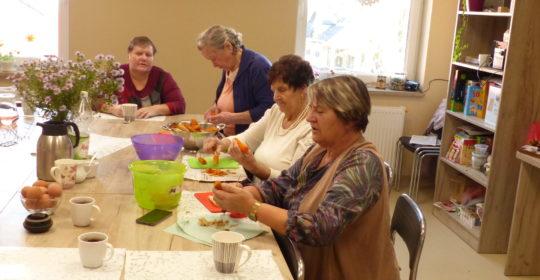 Przygotowania do obchodów Dnia Seniora- warsztaty  kulinarne